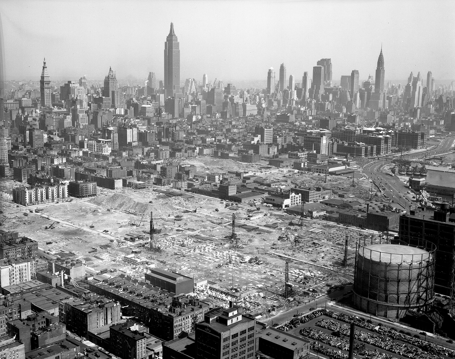"""Stuyvesant Town, in its earliest days of construction, 1946, with intact gas holder and other infrastructure clearly visible. Photograph via the <a target=""""_blank"""" rel=""""noopener noreferrer"""" href=""""https://digitalcollections.archives.nysed.gov/index.php/Detail/objects/25852"""">New York State Archives</a>"""